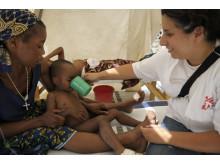Ett barn med kolera får vård under utbrottet i Zambia 2010, redan då arbetade Läkar Utan Gränser i landet.