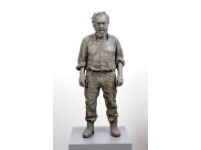 Sean Henry, Standing Man, 2016, bronze, exterior paint, 111 x 41 x 24 cm