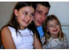 Image: Robert Duff pictured with his two daughters