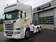 Søren Egeskov foran sin nye Scania