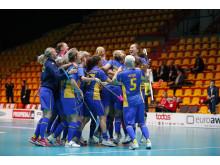 Glädjen i det svenska landslaget efter att Ida Sundbergs första mål