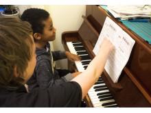 En del yeppar erbjuder  musiklektioner