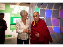 HH Dalai Lama og direktør Bente Erichsen i utstillingen Be Democracy