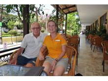 """Med 65 Rhodos-besøg bag sig kunne Harry Steengaard godt give Spies-guiden Rikke Gaarde Laustsen fra Randers et par lokale tips til bl.a. gode restauranter på """"femkanten"""" – byens gamle fiskemarked."""