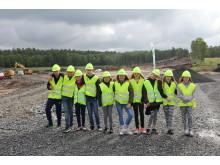 Klass 5B på Lindbergs skola var med och grävde för Deromes nya fabrik