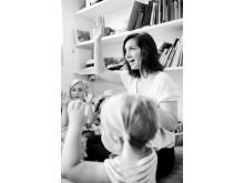 Lärarvikarie från VRE Education har samling på förskolan.