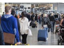 Passasjerer i terminalen ved Oslo Lufthavn
