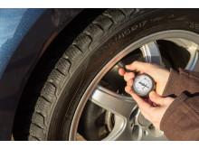 Tarkista renkaiden kunto ja ilmanpaineet ennen pidemmälle matkalle suuntaamista