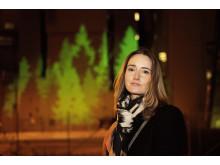 """Konstnären Jessica Lloyd-Jones framför """"Forest Fuel"""""""