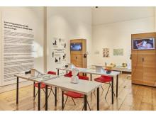 Den norske utstillingen er utformet som et klasserom hvor besøkende kan få prøve ut teknologiene utviklet av de norske startup-bedriftene Kahoot! og No Isolation.