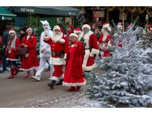 Pjerrot og Bakkens julemænd i åbningsparade til Jul på Bakken