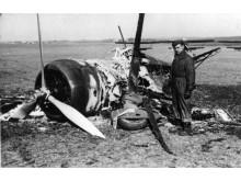 Udbrændt dansk Fokker D XXI jagerfly på Værløse Flyveplads 9. april 1940