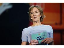 YES, WE CARE: Cathrine Dehli, direktør for bærekraft i Nordic Choice Hotels, på scenen under årets vinterkonferanse.