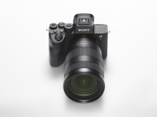 A7RIV_FE2470GM_front_top_image_