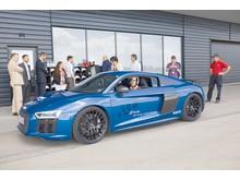 Prøveture med Eduardo Martaro, i den nye Audi R8, afsluttede leveringen.