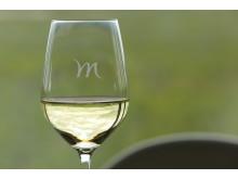 Weißwein in einem Mercure Weinglas