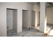 30 toalettvegger er bygget rekordfort på Torp Flyplass av TKS-Bygg