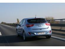 Nye Hyundai i30 bakfra i fart