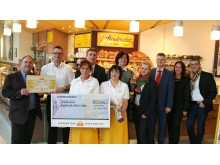 SnackStar 2015: Bäckerei Armbruster mit der Siegertrophäe Bel Deutschland GmbH