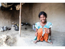 Purnima, 11 år, i Bangladesh är den som lagar mat och städar i familjen.