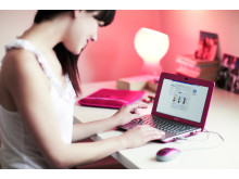 W-Series_pink girl at desk