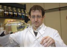 Oliver Kuhn, vice chef för oljelaboratoriet hos Liqui Moly