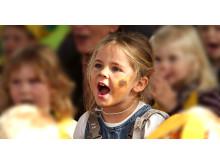 Solsikkebarn er barn som går i barnehager som støtter SOS-barnebyer. Hver tiende barnehage i Norge støtter organisasjonen. Her fra en solsikkefest.