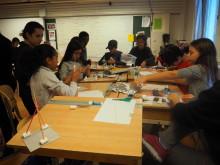 Barnen bygger meteoritmodeller