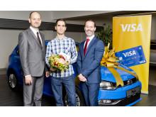 Vítěz kampaně Pavel Šnajdr (uprostřed) s Marcelem Gajdošem z Visa Europe (vpravo) a Markem Pechlátem z KB (vlevo)