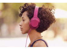 MDR-100 de Sony_Pink_Lifestyle_04
