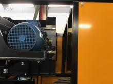 Rotorn snurrar små magneter med hög hastighet för att skapa ett virvel-strömfält