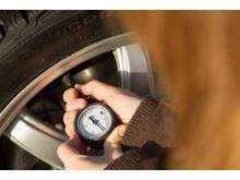 Renkaiden ilmanpaine on hyvä tarkistaa kolmen viikon välein