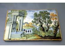 """Ausstellung """"DELFT PORCELAIN. Europäische Fayencen"""" - Drei Bildplatten (Castelli, 1. Hälfte 18. Jh)"""