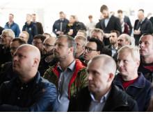 Omk. 100 transport-interesserede deltog i indvielsen af E.ON/OKs nye biogas-tankstation i Høje-Taastrup