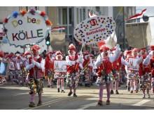 """Schull- und Veedelszöch am Karnevalssonntag: Traditionell ziehen bunte Fußgruppen wie der """"Stammdesch Ratteköpp"""" durch Kölns Innenstadt. Bildnachweis: KölnTourismus GmbH/Dieter Jacobi"""