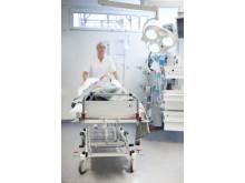 Patientvagn Proton S10 från Proton Caretec är anpassad för både dagvård och akutvård.