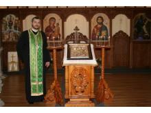 Kyrkoinvigning av Ceciliakyrkan - interiör med fader Ovidiu Theodor Bancila