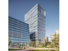 Efter fem år så står nu det första av fyra kvarter klart i det nya kontorsområdet Jinan Xijin Time Center i den kinesiska staden Jinan.