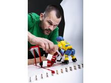 Foppas legendariska straff - i Lego.  Foto: Mikael Solebris