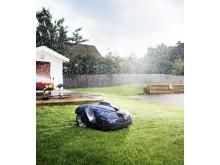 Automower klipper græsset for boligforening (7)