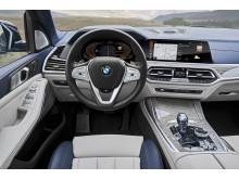 Ensimmäinen BMW X7_ohjaamo