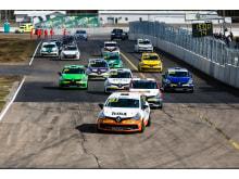 Start i Renault Clio Cup i Skövde. Nicklas Oscarsson längst fram