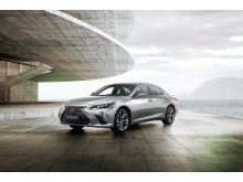 Lexus ES kommer  även i ett F Sport-utförande