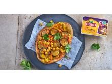 Arla Buko® India Naan Pizza mit Kichererbsen und Auberginen