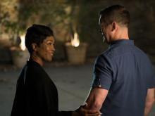 Angela Bassett och Peter Krause  i 9-1-1 säsongspremiär på FOX den 2/10 kl 22.00