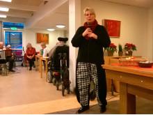 Rådmand Jette Skive (DF) taler til beboerne på Lokalcenter Bøgeskovhus