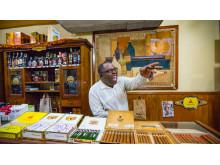 Cigarhandleren i Havana har det store smil fremme ved udsigten til, at der nu åbnes op for flyvninger direkte til USA efter en pause på lidt mere end 50 år.