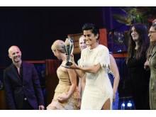 Årets Særpris 2016 går til Teater Grob og Frit Fald for den humoristiske forestilling om den moderne kvinde 'Hår på den'.
