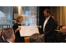 Överlämning av brev till miljöminister Karolina Skog