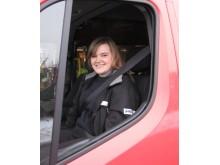 Nathalie Östlund i Renault Master sjuktransport